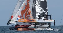 Dutch Take it to the Wire in M32